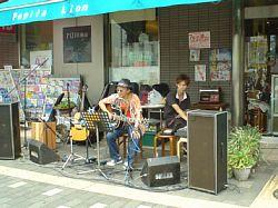 街角ライブが何箇所かで開催されていた
