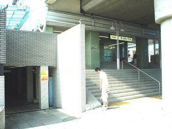 画面左の地下入口部分が駐輪場